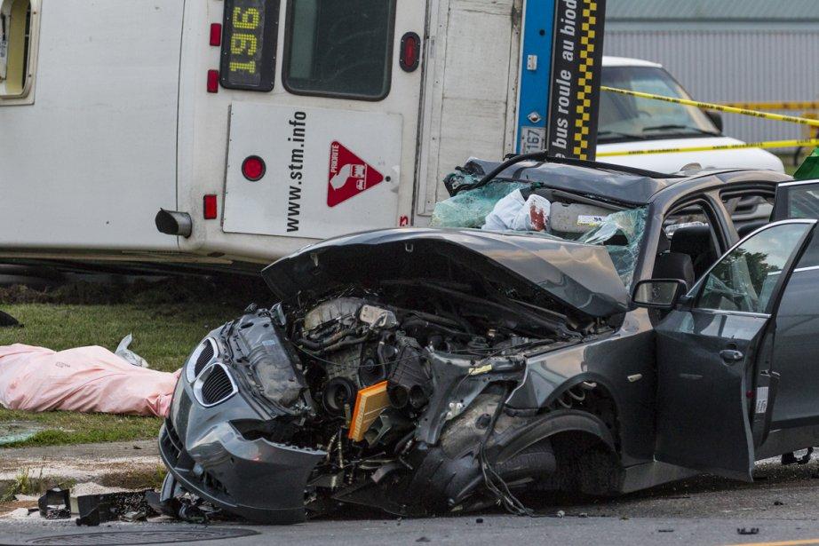 Sur les lieux de l'accident.... (Photo Olivier Pontbriand, La Presse)