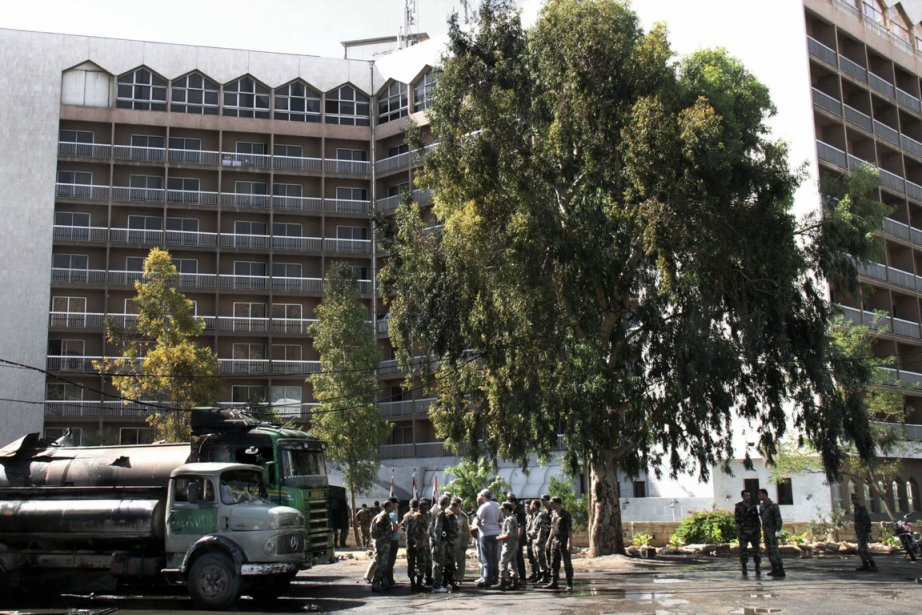 Le Dama Rose Hotel de Damas, après l'attaque... (Photo Bassem Tellaw, AP)