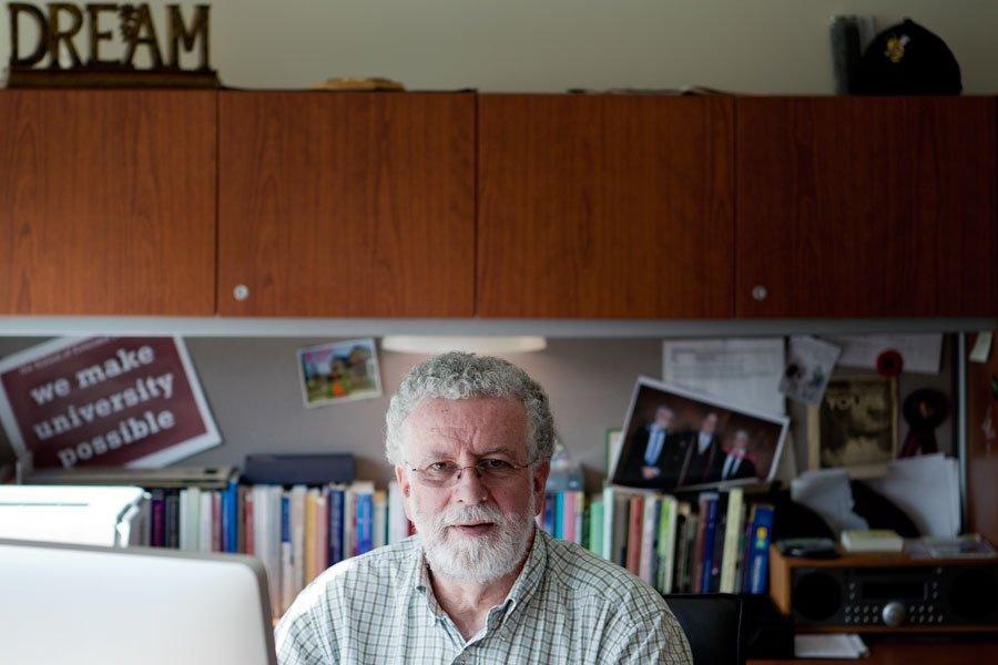 Noel Burke, doyen de l'École de formation continue... (Photo Marco Campanozzi, La Presse)