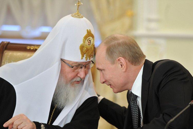 Le patriarche Kirill et Vladimir Poutine en février... (Photo: AFP)