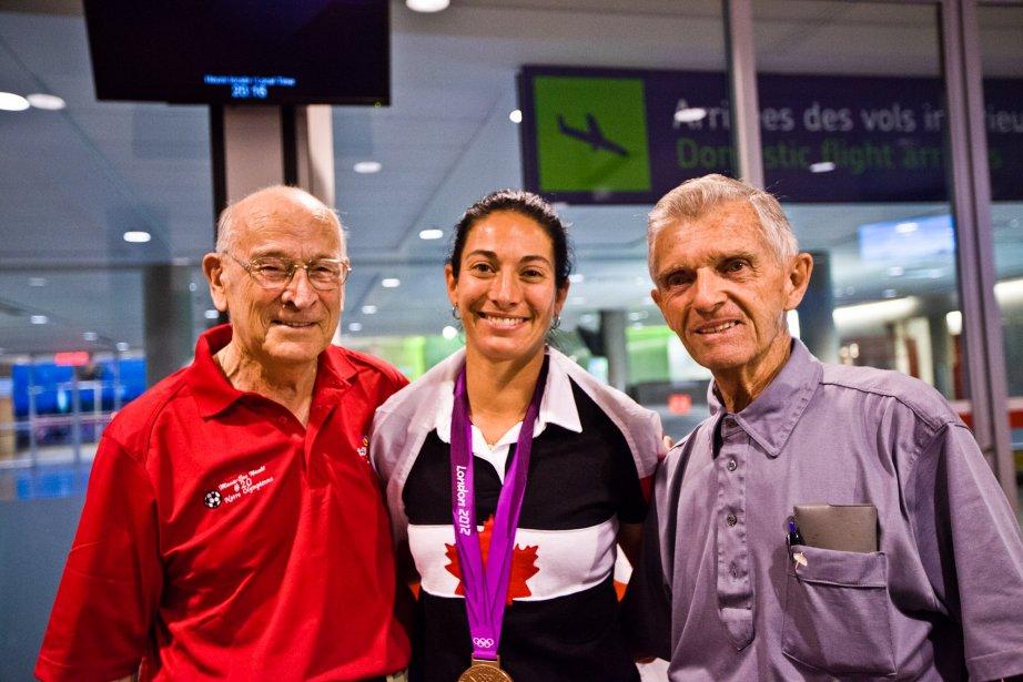 Les deux grands-pères de Marie-Ève, Josaphat Nault, à gauche, et Paul Grenier, à droite, n'auraient manqué l'arrivée de leur petite-fille pour rien au monde. | 17 août 2012
