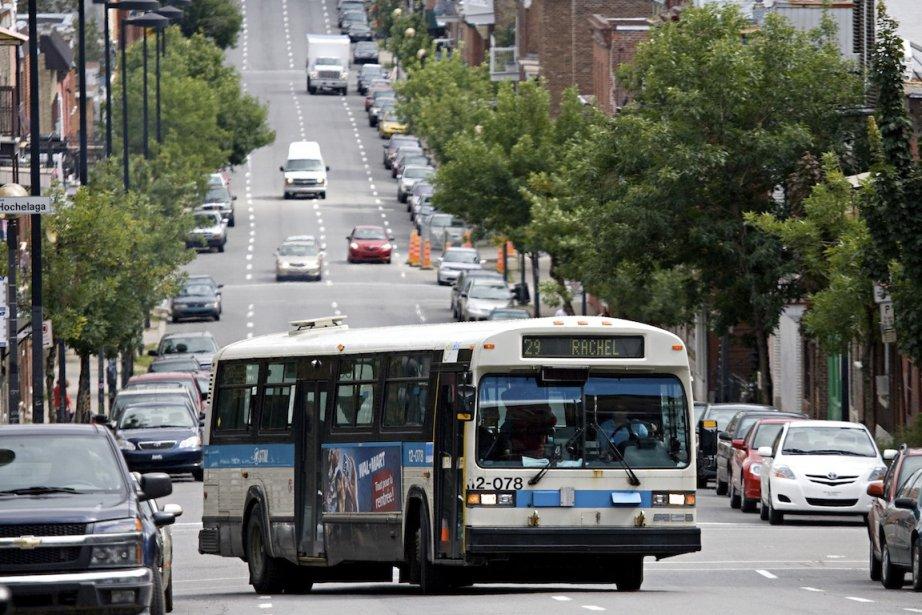 Un autobus de la STM, à Montréal.... (PHOTO FRANÇOIS ROY, ARCHIVES LA PRESSE)