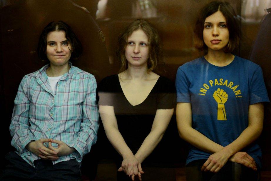 Trois membres du groupe punk Pussy Riot ont... (PHOTO AFP)