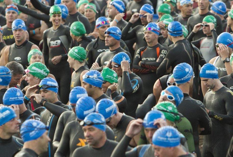 Quelques minutes avant 7h00, les participants attendaient le départ. | 19 août 2012