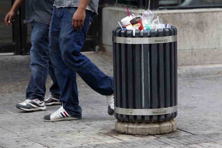 Les poubelles en aluminium soudé remplaceront les actuels... (Photo: Robert Skinner, La Presse)