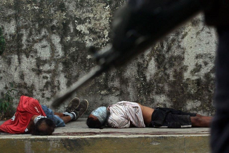 Deux personnes assassinées sur l'avenue Costera à Acapulco... (PHOTO PEDRO PARDO, AFP)