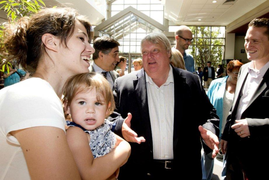 Gaétan Barrette (au centre), lors d'une visite au... (Photo Alain Roberge, La Presse)