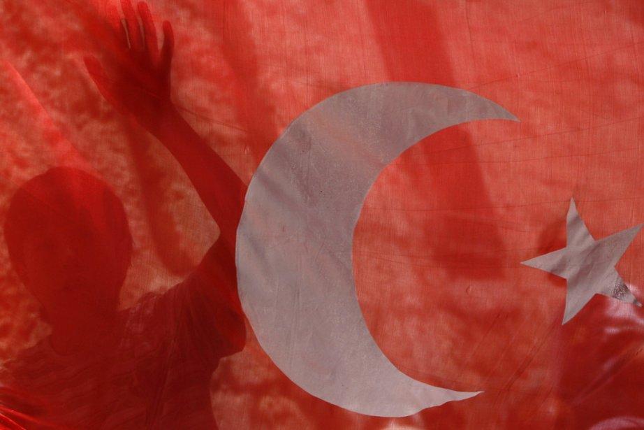 Huit personnes ont été tuées et une cinquantaine d'autres ont... (Photo Reuters)
