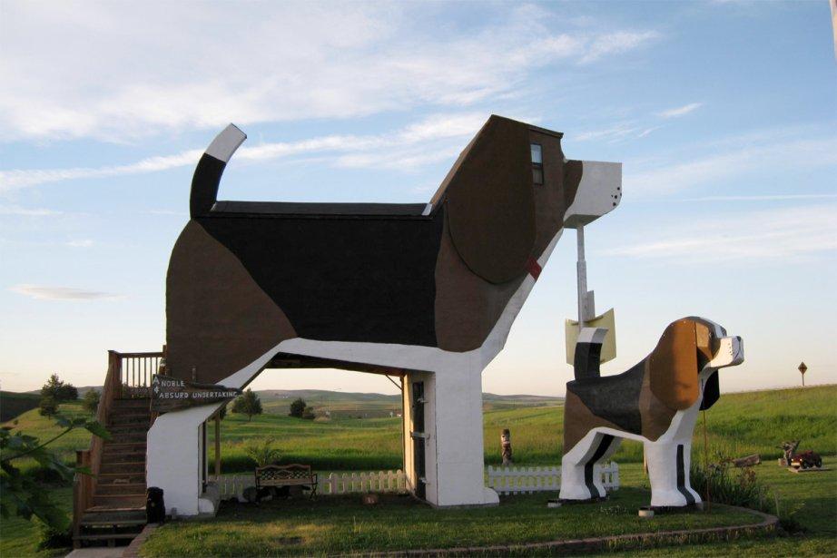 Dog Bark Park Inn Cottonwood, (Idaho, États-Unis) Oui, il est possible de dormir dans un chien! Cet hôtel, qui se vante d'être également le «plus gros beagle au monde», est en forme de chien. Les chambres sont quelconques, mais qu'importe quand on est en mode canin. | 22 août 2012