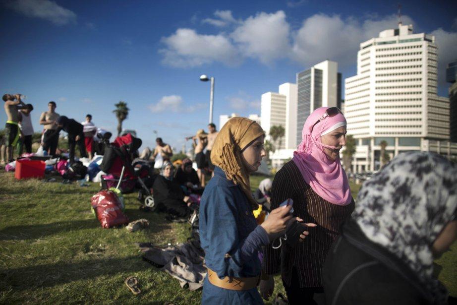 Des Palestiniens à Tel-Aviv pendant le Ramadan.... (Photo AFP)