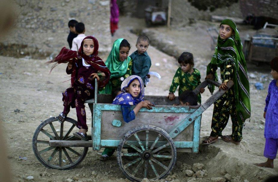 De jeunes réfugiés afghans célèbrent la fin du... (Photo: AP)