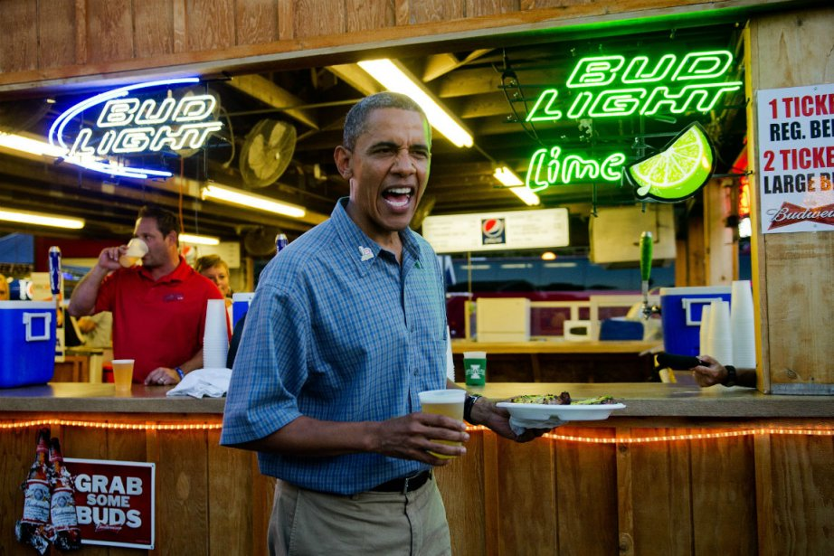 En campagne, le président Obama a dégusté une... (PHOTO AFP)