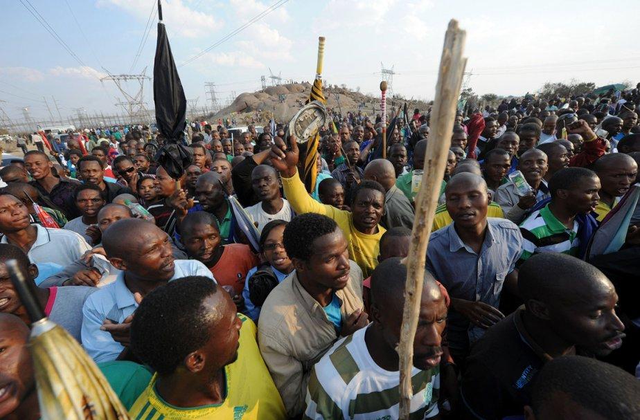 Rassemblement suite aux funérailles de 44 victimes de... (Photo: AFP)