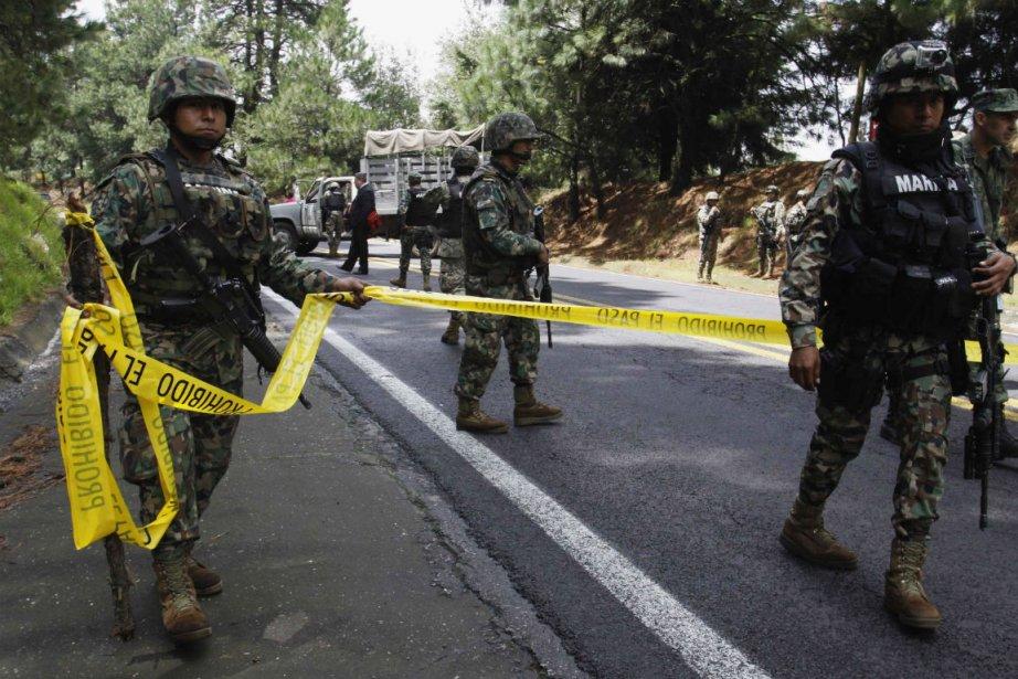 Des policiers fédéraux mexicains ont ouvert le feu... (PHOTO REUTERS)