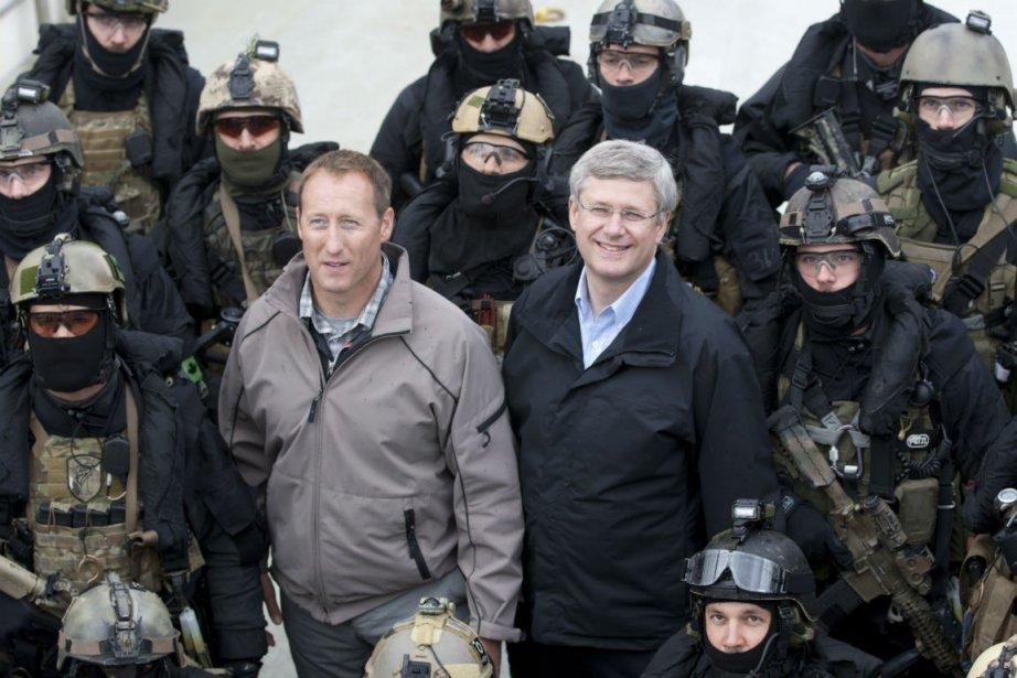 Le ministre de la Défense Peter MacKay et... (PHOTO LA PRESSE CANADIENNE)
