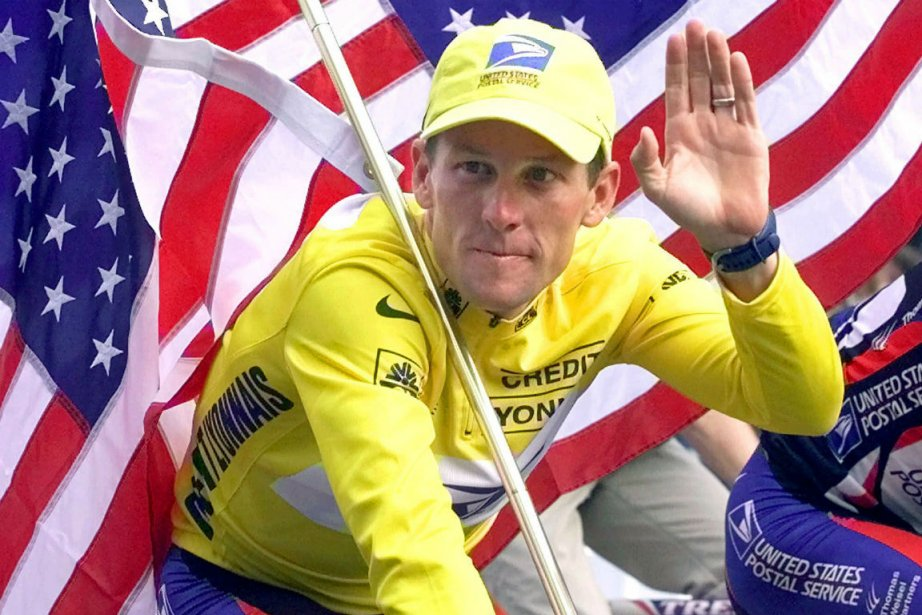 Lance Armstrong vit une chute, il doit apprendre... (Photo Laurent Rebours, Associated Press)