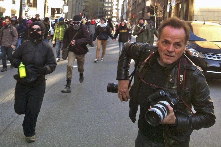Jacques Nadeau lors d'une manifestation qu'il couvrait pour... (Photo tirée du livre de Jacques Nadeau.)