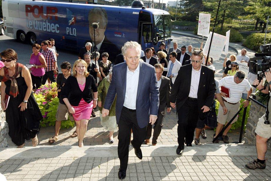 Le chef libéral Jean Charest était de passage... (Photo: PC)