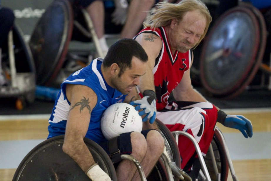 Garett Hickling (à droite) sera le porte-drapeau de... (Photo Jonathan Hayward, La Presse Canadienne)
