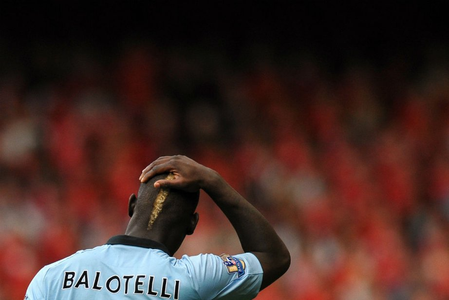 L'attaquant de Manchester City Mario Balotelli... (Photo Paul Ellis, Agence France-Presse)
