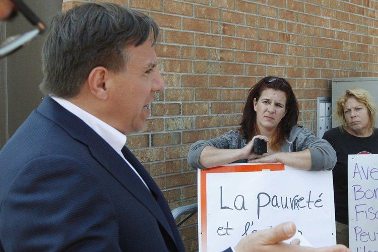 FrancoisLegault était en campagne à Gatineau aujourd'hui... (Photo: PC)