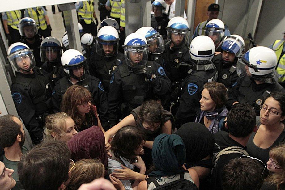 Intervention policière à l'Université de Montréal.... (PHOTO PATRICK SANFAÇON, LA PRESSE)