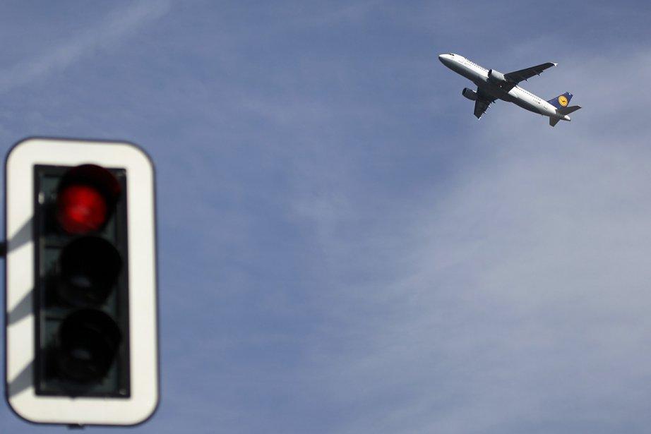 Un avion de Lufthansa quitte la ville de... (Photo: AP)