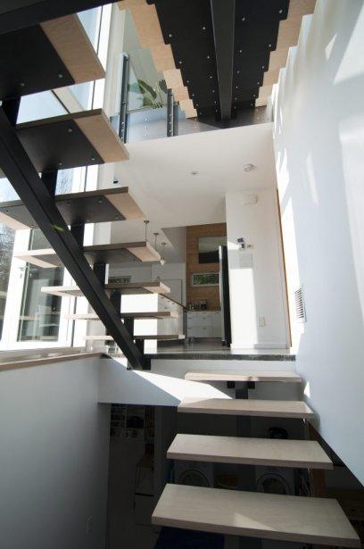 L 39 aventure de l 39 autoconstruction - Luminaire escalier maison ...