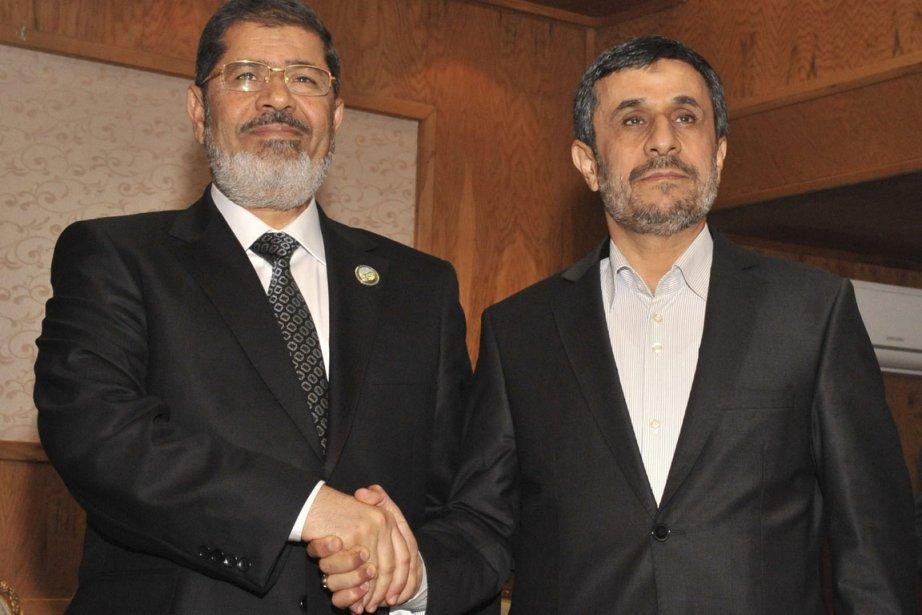 Le président égyptien Mohamed Morsi et le président... (Photo : Reuters)