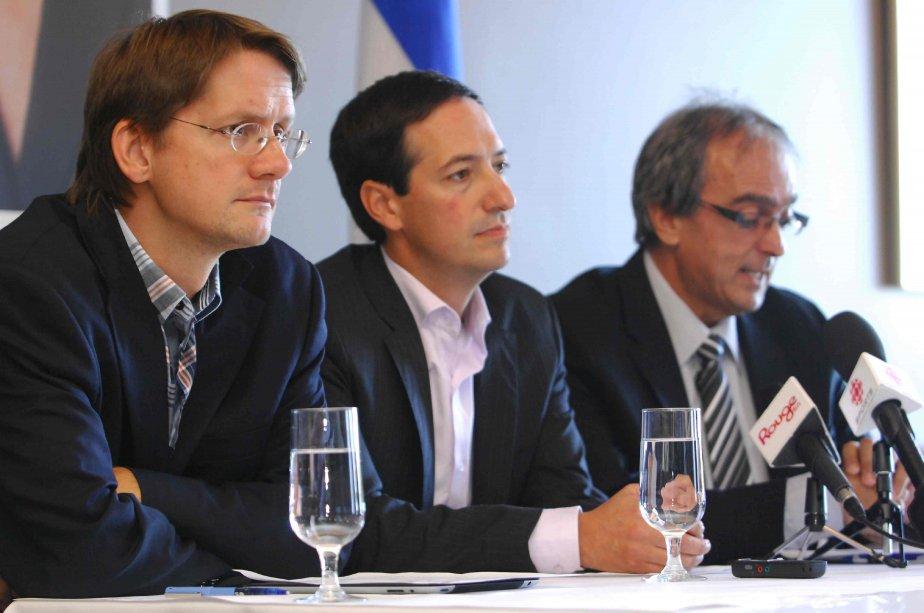 Les candidats péquistes Sylvain Gaudreault, Stéphane Bédard et... (Michel Tremblay)