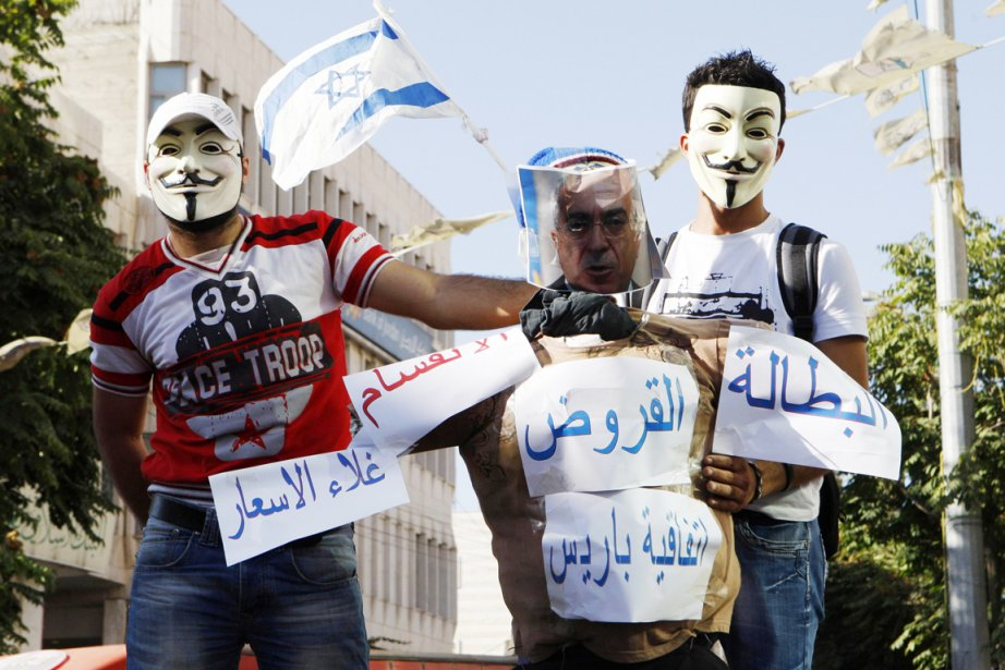 À Hébron (sud), où les rues étaient fermées,... (PHOTO MUSSA QAWASMA, REUTERS)