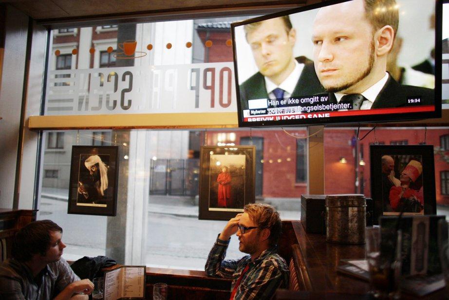 Des gens sont attablés dans un pub d'Oslo,... (PHOTO STOYAN NENOV, REUTERS)