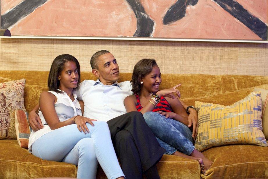 Barack Obama a regardé et écouté le discours prononcé par sa femme Michelle à la convention démocrate de Charlotte dans le confort du Salon du Traité de la Maison-Blanche en compagnie de ses deux filles, Malia (à gauche) et Sasha. | 5 septembre 2012