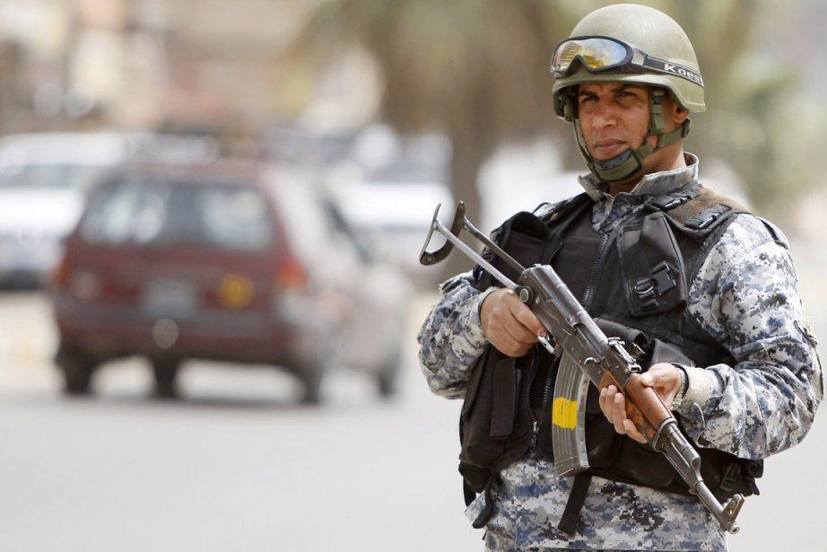 Par dizaines, les soldats irakiens ont fait irruption... (PHOTO AHMAD AL-RUBAYE, ARCHIVES AFP)