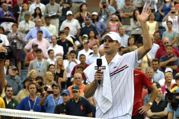 Andy Roddick s'est adressé à la foule après... (Photo: AFP)