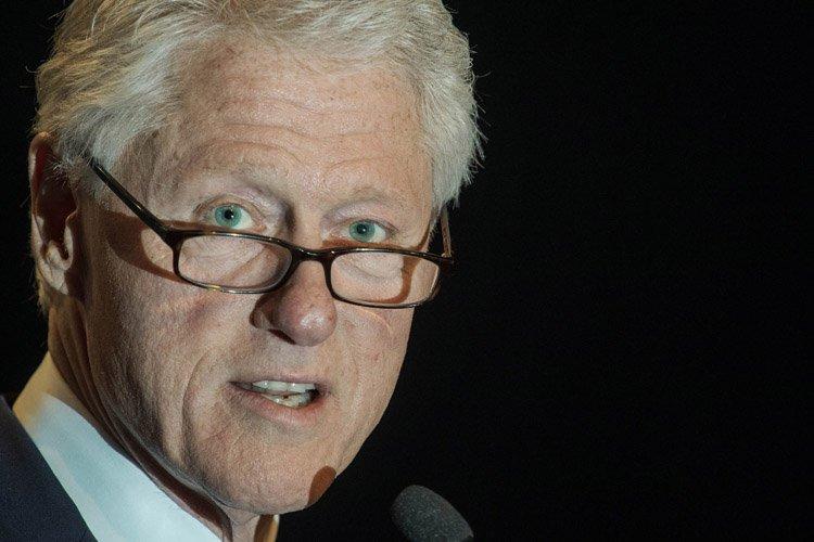 Les États-Unis, dont le président était alors Bill... (Photo: AFP)