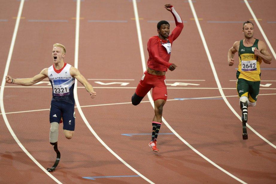 Peacock (à gauche) a ravi la victoire et... (Photo AFP)