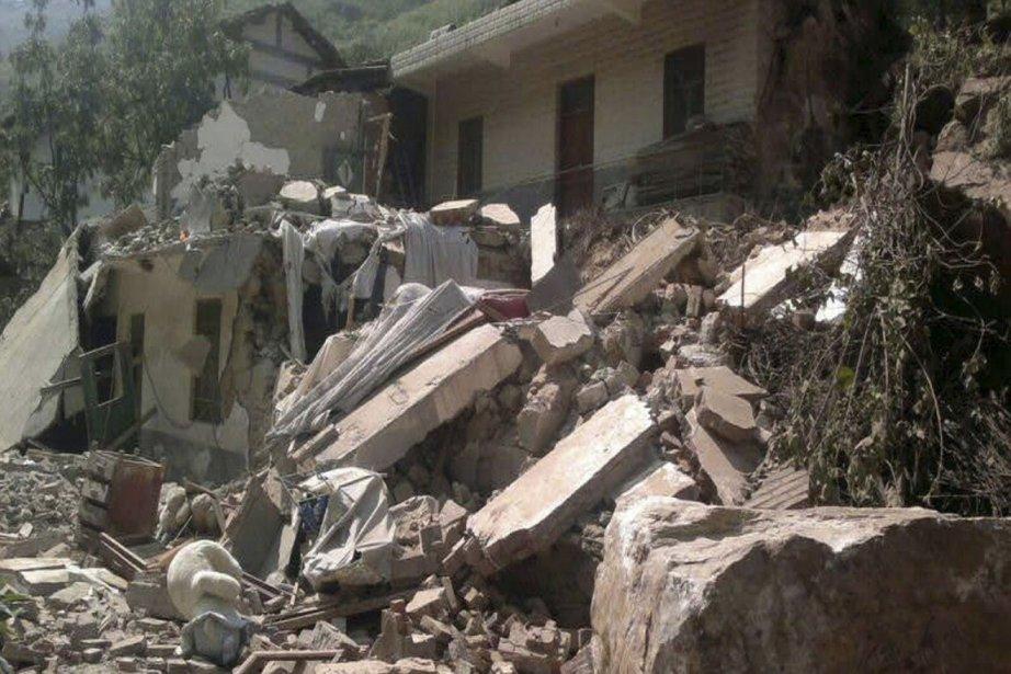 Le séisme, qui a endommagé des milliers d'édifices,... (Photo : Reuters)