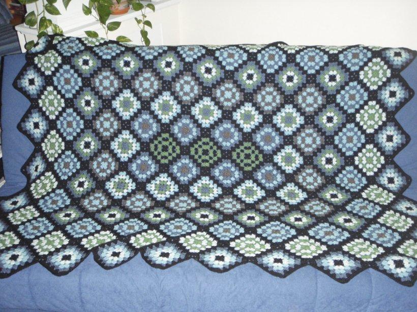 Viviane Boileau, de Verdun, fait plusieurs types de couvertures crochetées dont cette Granny Square. | 7 septembre 2012