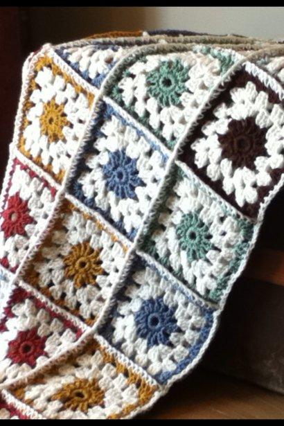 Édith Mayrand commence à faire des couvertures Granny Square. | 7 septembre 2012