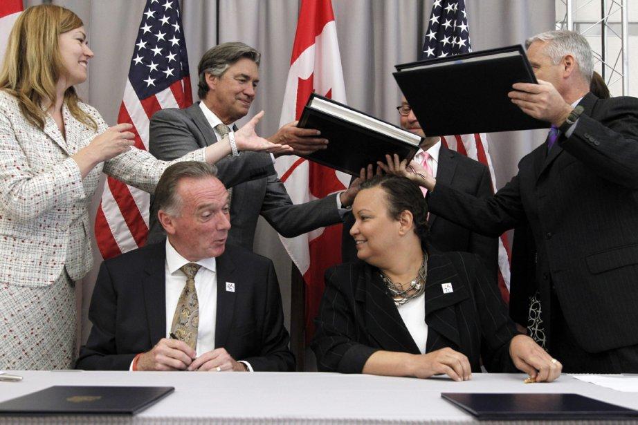 Le ministre canadien de l'Environnement, Peter Kent (à... (PHOTO ALEX BRANDON, ASSOCIATED PRESS)