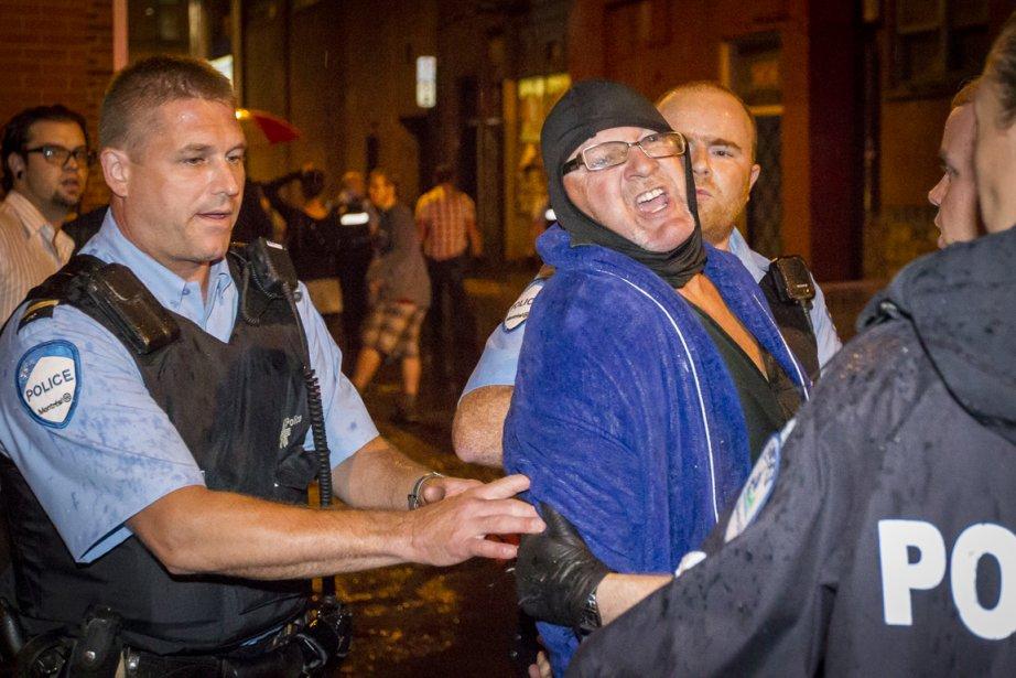 Richard Henry Bain est arrêté par la police... (PHOTO OLIVIER PONTBRIAND, LA PRESSE)