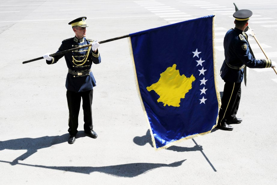 Le Kosovo obtient lundi sa «pleine souveraineté» quatre... (PHOTO ARMEND NIMANI, AFP)