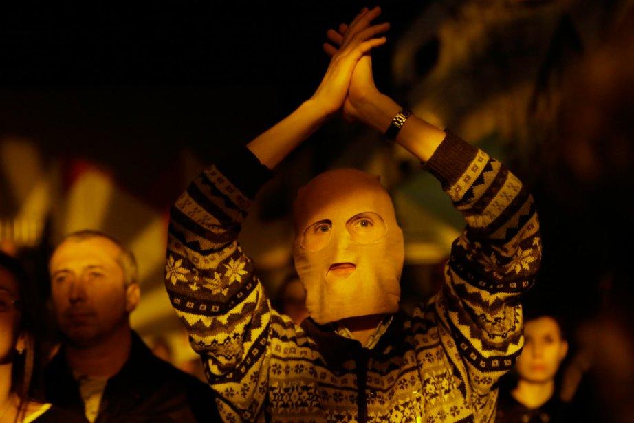 Un spectateur lors du concert organisé en appui... (PHOTO DMITRY LOVETSKY)