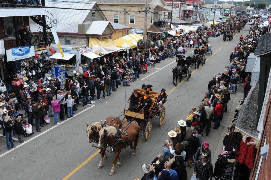 Le grand défilé du Festival western de Saint-Tite a encore une fois attiré énormément de spectateurs. | 10 septembre 2012
