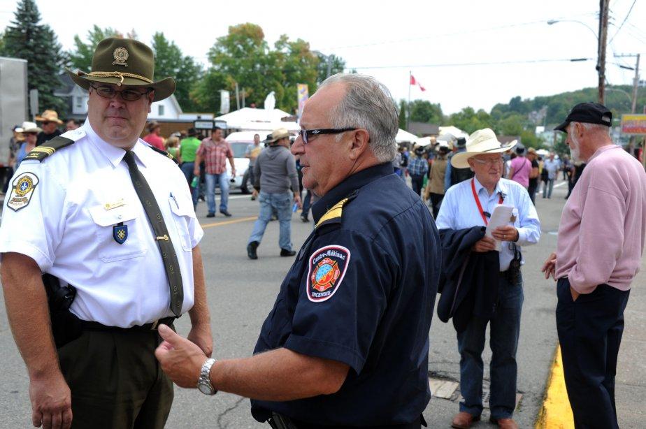 Même les policiers ont un chapeau de cow-boy à Saint-Tite. | 10 septembre 2012