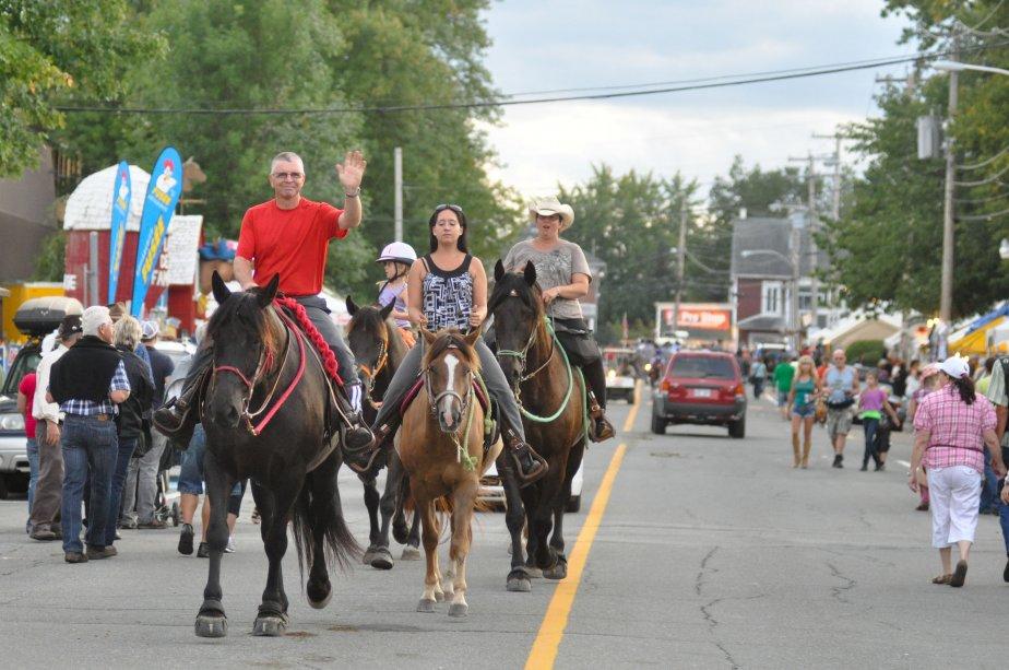 Il y a plus de chevaux que de voitures à Saint-Tite. | 10 septembre 2012