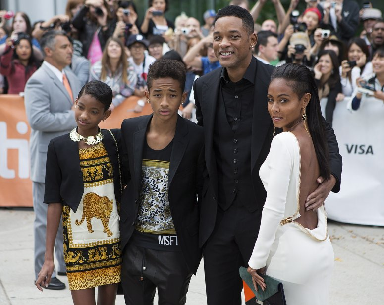 De gauche à droite, Willow Smith en compagnie de son frère Jaden Smith, son père Will Smith et sa mère Jada Pinkett-Smith pour le film «Free Angela and All Political Prisoners» | 10 septembre 2012