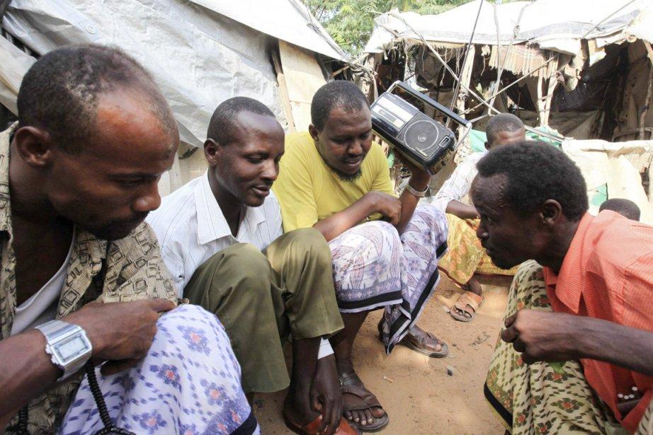 Des résidants du camp de déplacés de Hodan,... (PHOTO FEISAL OMAR, REUTERS)