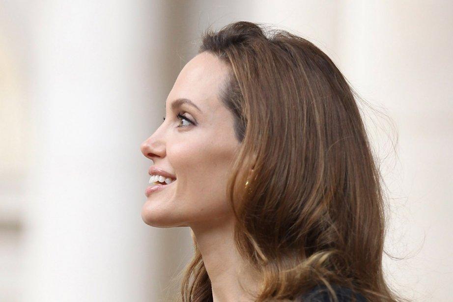 Brigitte Macron et Angelina Jolie, rencontre lElyse